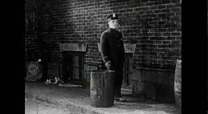 """Extrait de """"Broken China"""" (réalisé par Harold Beaudine, 1926) in Résistance Naturelle (00:03:41)"""