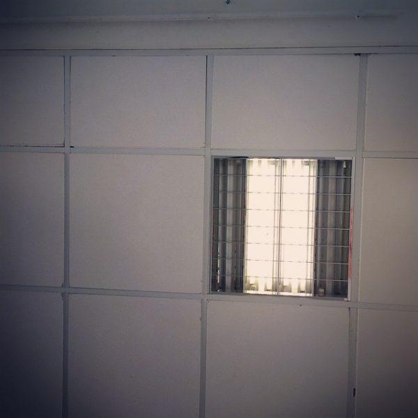 """François Bon, partagée le 15 juin 2015 : """"Au-dessus de la boutique d'Arnoux, il y avait au premier étage trois fenêtres, éclairées chaque soir. Des ombres circulaient par derrière, une surtout ; c'était la sienne ; et il se dérangeait de très loin pour regarder ces fenêtres et contempler cette ombre."""" Gustave Flaubert, L'éducation sentimentale."""